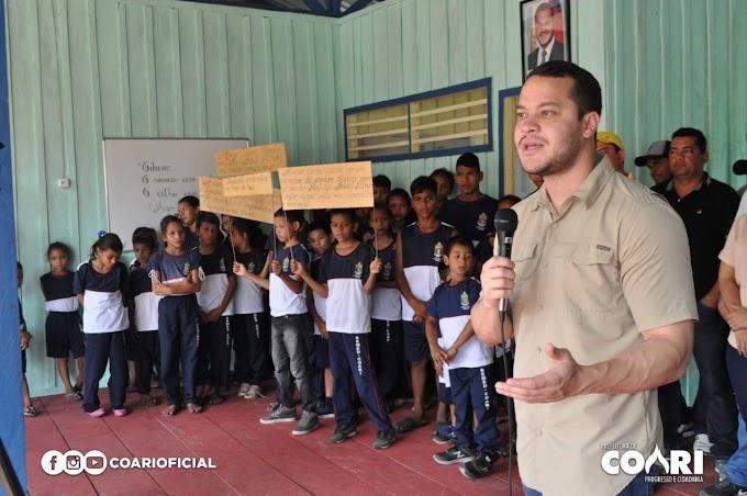 Adail Filho inaugura 16 escolas e entrega ajuda humanitária e implementos agrícolas na Zona Rural de Coari