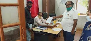 मेडिकल कॉलेज स्वास्थ्य कर्मियों ने कलेक्टर को सौपा ज्ञापन