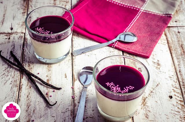 Panna cotta vanille et coulis de cassis