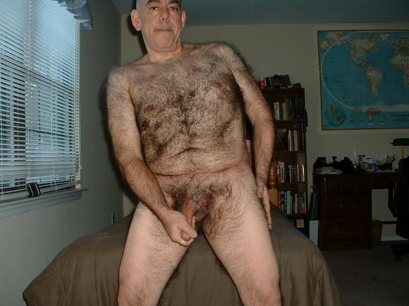grey-naked-amateur-older-hairy-man
