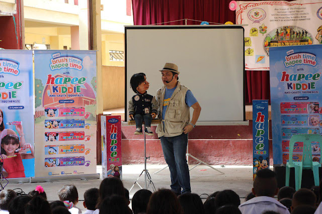 Hapee Kiddie together with Renowned Puppeteer Wanlu Teaches Kids on Proper Brushing in School Caravan