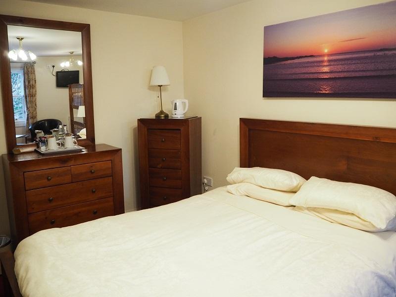 Elphinstone hotel room Biggar
