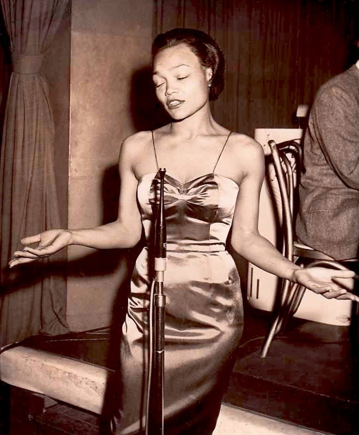 Eartha Kitt Performing at Ciro s Nightclub in West Hollywood ... 80b290689
