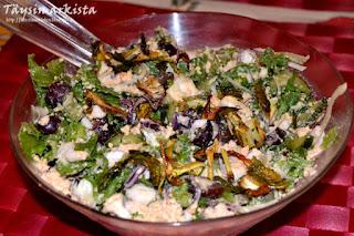 Salaatti rosollikastikkeella