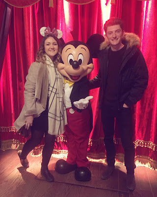 Disneyland Paris meeting mickey mouse