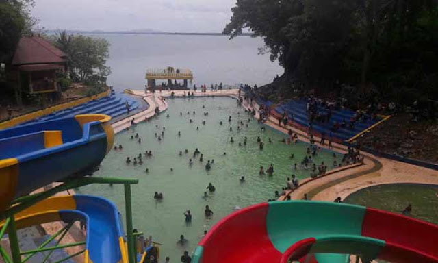 Baru Diresmikan, Pallette Water Park Diserbu Pengunjung