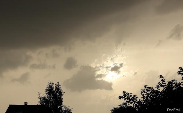 Le soleil dans les brumes aprés un orage