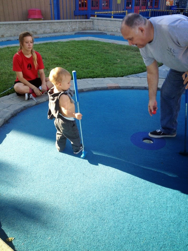 Reef and the Family Miniature Golf - Boomers