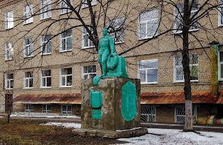 Часов Яр. Памятник учителям и учащимся школы № 15, погибшим на фронтах Второй мировой войны