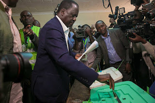 Raila Odinga casting his vote at Kibra. PHOTO | FILE