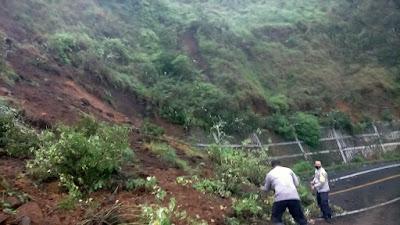 Curah Hujan Tinggi, Tebing Menuju Kawasan Wisata Pusuk Sembalun Longsor