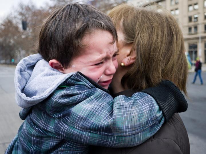 Resultado de imagen para niño se cayo llora
