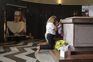 Corpo de Irmã Dulce está 'intacto' e será exposto em santuário até setembro