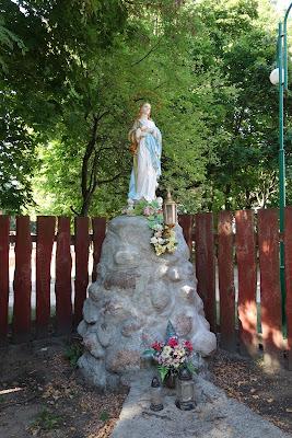 Niewiasta obleczona w słońce - figura Matki Bożej z koroną z 12 gwiazd