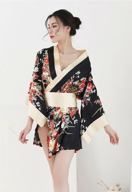 Kimono babes.