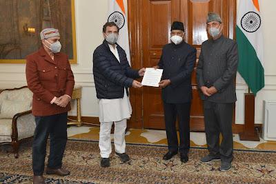 A delegation from the Indian National Congress comprising Shri Ghulam Nabi Azad, Shri Adhir Ranjan Chowdhury and Shri Rahul Gandhi called on President Kovind at Rashtrapati Bhavan