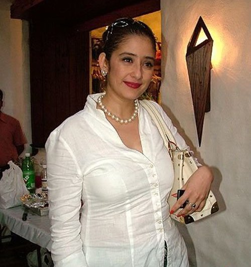manisha-koirala-naked-photos-naked-hula-girl-gif