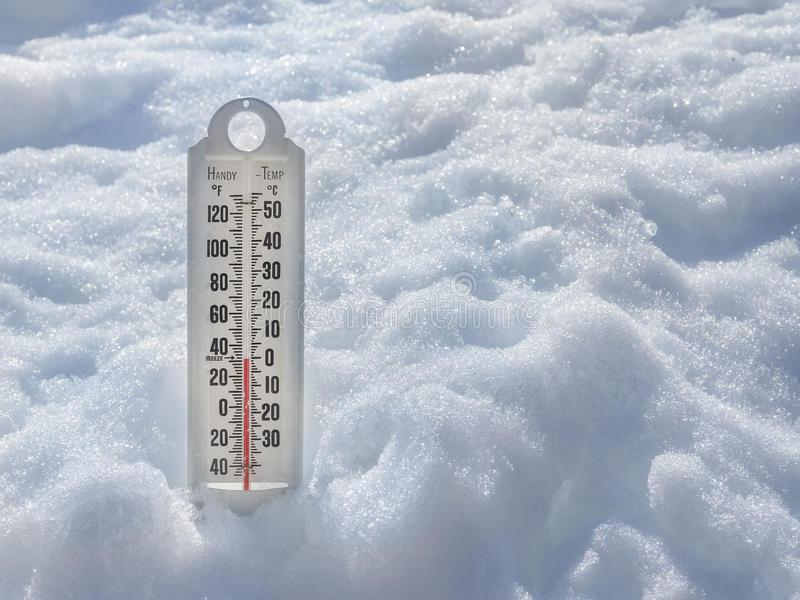 https://1.bp.blogspot.com/-QuU9yH4WREs/WkXtpixlEeI/AAAAAAAAowU/eFLJ0Kw0A2MOLeRV5Trcy30o1H9TW3tqgCLcBGAs/s1600/ice-cold-thermometer-snow-to-illustrate-global-warming-38724176.jpg