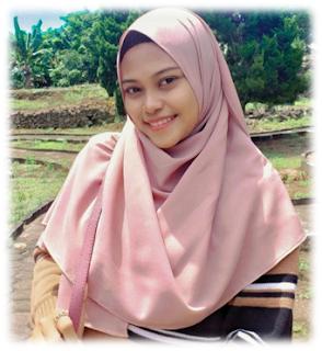 Noviyana Shiali, seorang personal lifestyle blogger yang berdomisili di Ternate.