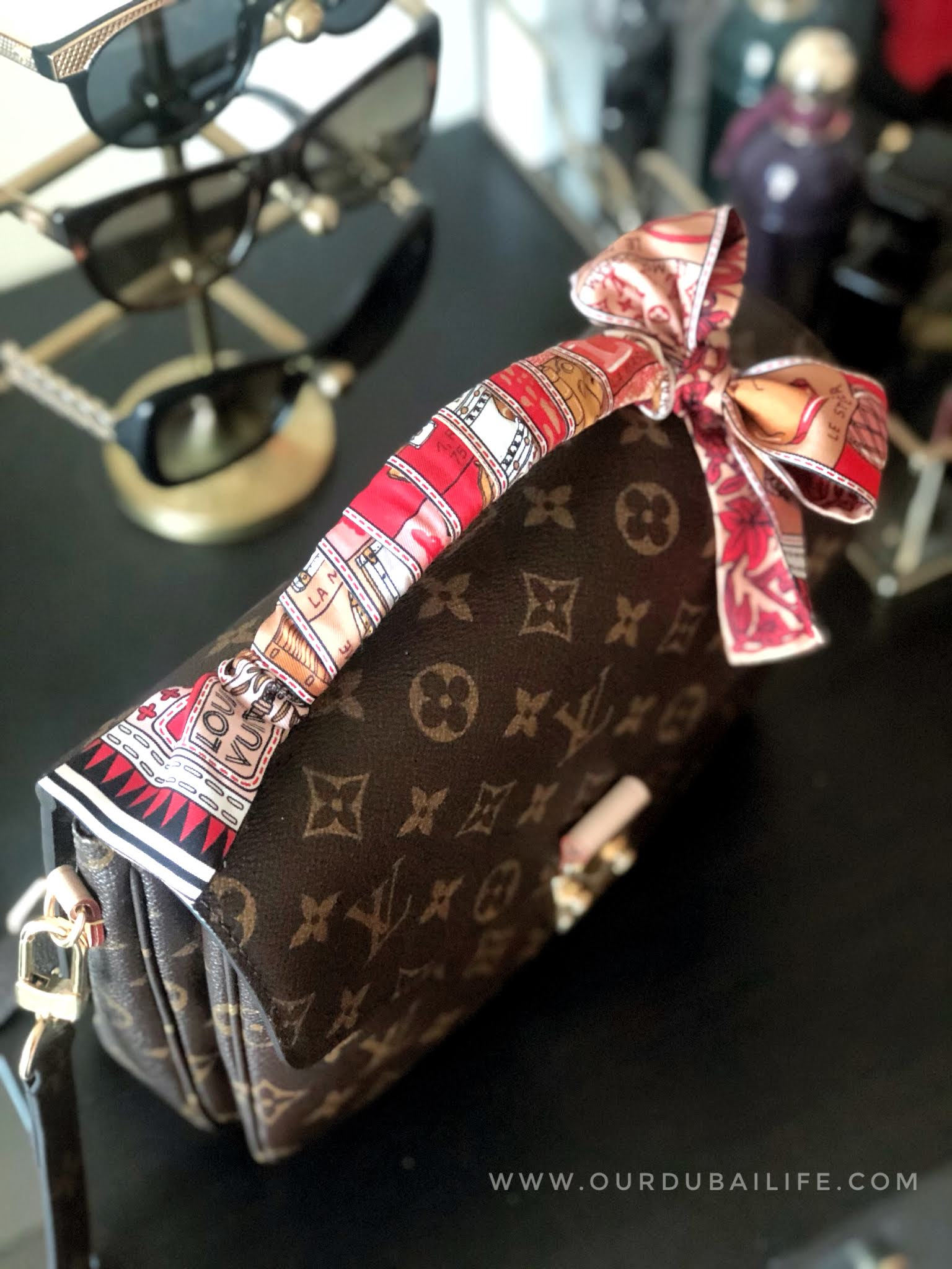Louis Vuitton Pochette Métis bandeau handle