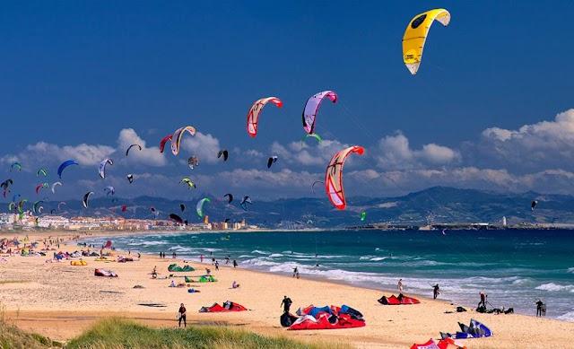 La Junta de Andalucía pagará el 25% de la factura a los andaluces que hagan turismo en la comunidad