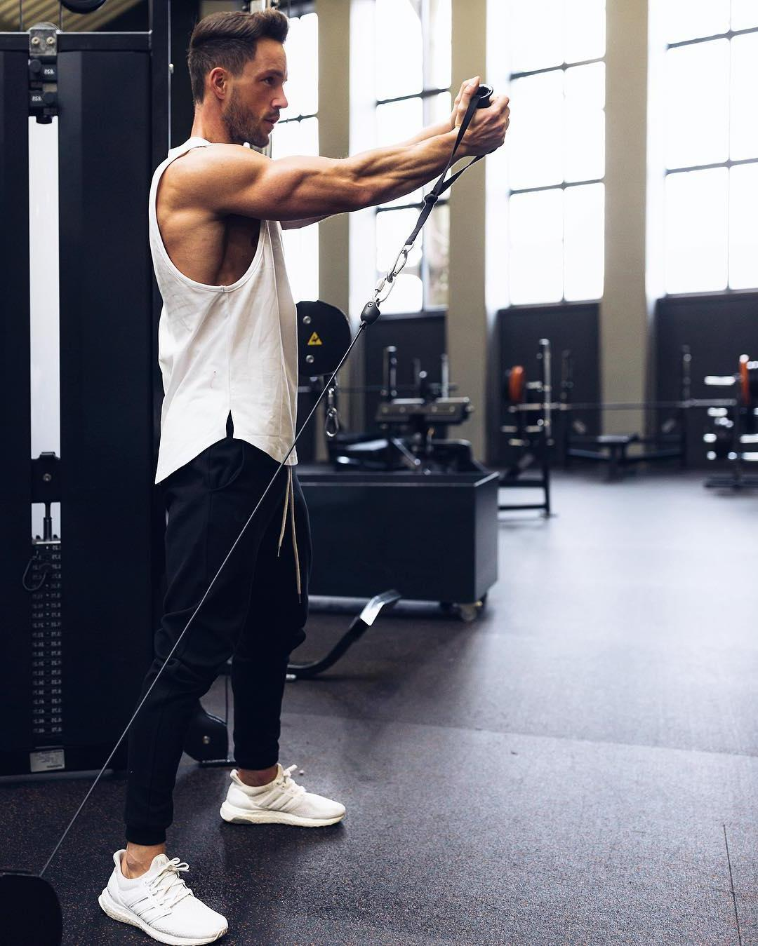 handsome-stylish-gay-dude-gym-workout