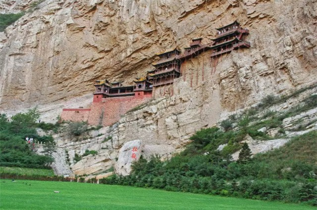 9 temples located in the most dangerous locations in the world