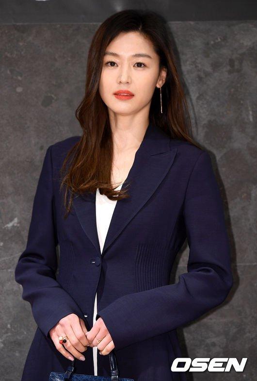 Jun Ji Hyun coronavirüs ile mücadele için 100 milyon won bağış yaptı