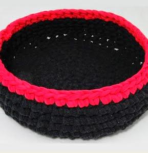 http://trapillo.com/blog/como-hacer-una-cesta-para-mascotas/