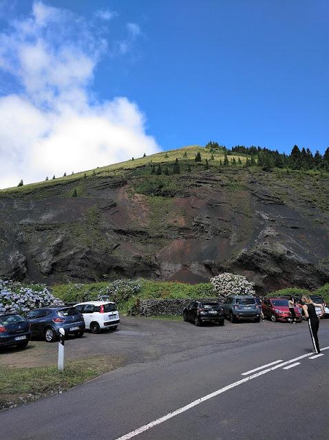 Pico Carvao y aparcamiento en Sao Miguel (Açores)