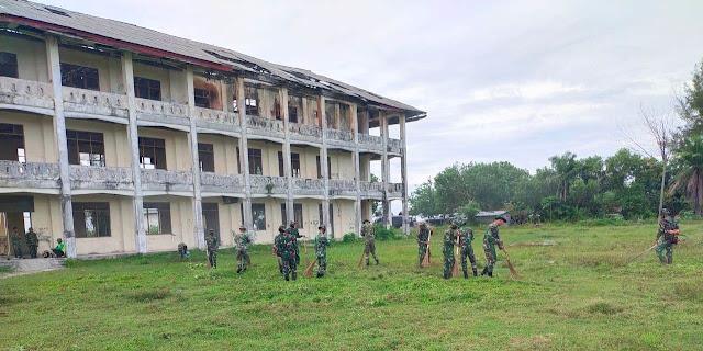 Rawat Bangunan Korem Lama, Prajurit Kodim 0105/Abar Dan Yonif 116/GS Lakukan Gotong Royong