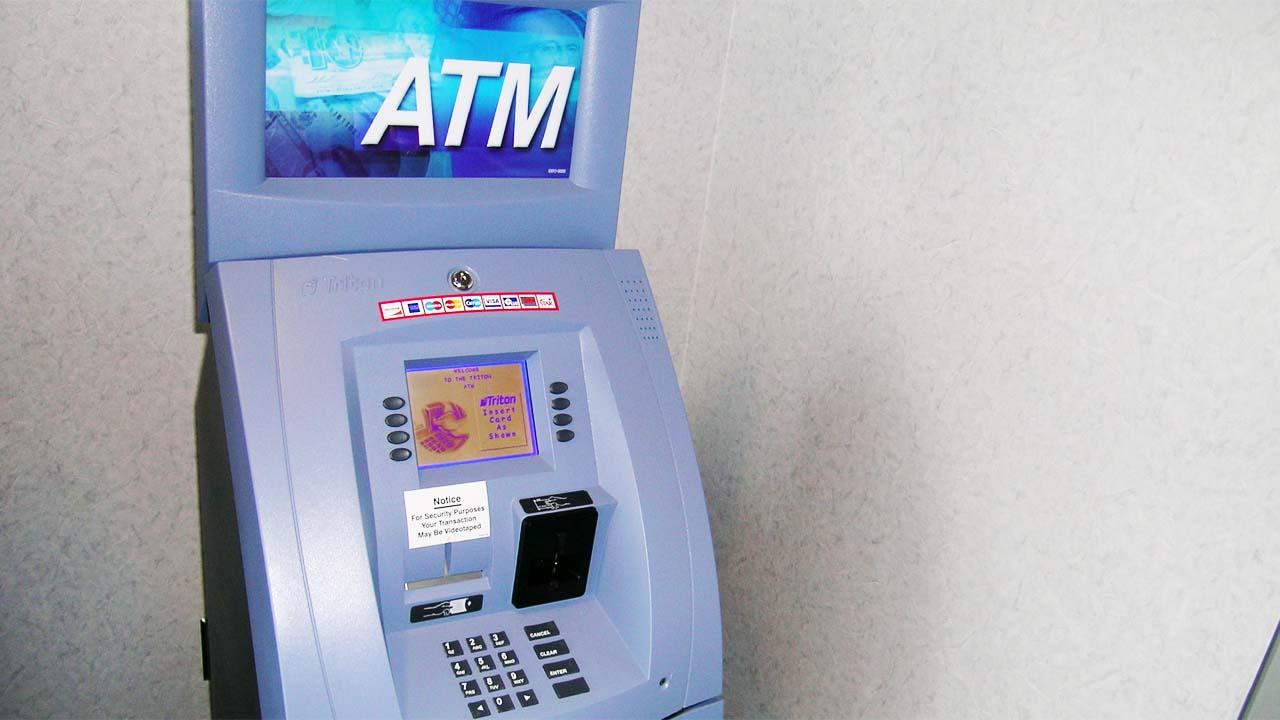 Tak Tanggung-tanggung 4 Perampok Nekat Bawa Kabur Mesin ATM di Brebes