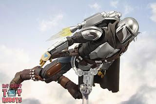 S.H. Figuarts The Mandalorian (Beskar Armor) 59