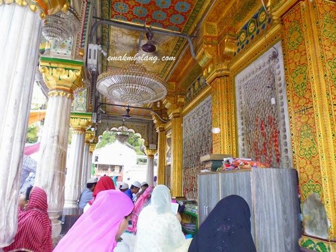 Nizamuddin Dargah - Delhi