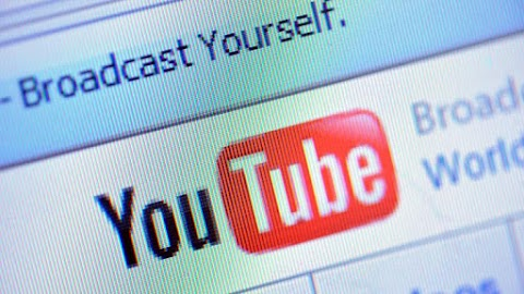 Ezért kapott 2 év internetmegvonást az ellenzéki youtuber