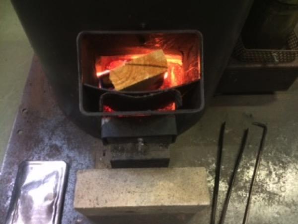 Rocket Mass heaterの燃料は薪と木質ペレットを使いたい