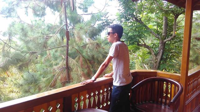 Balkon villa yang menghadap ke Gunung Arjuna