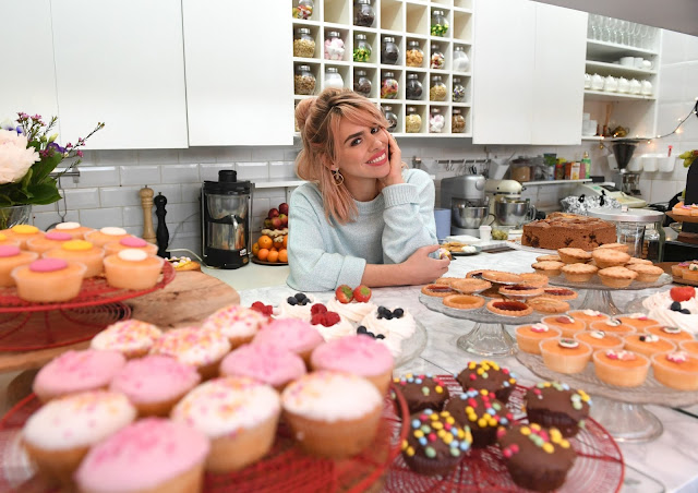 Billie Piper with cakes...
