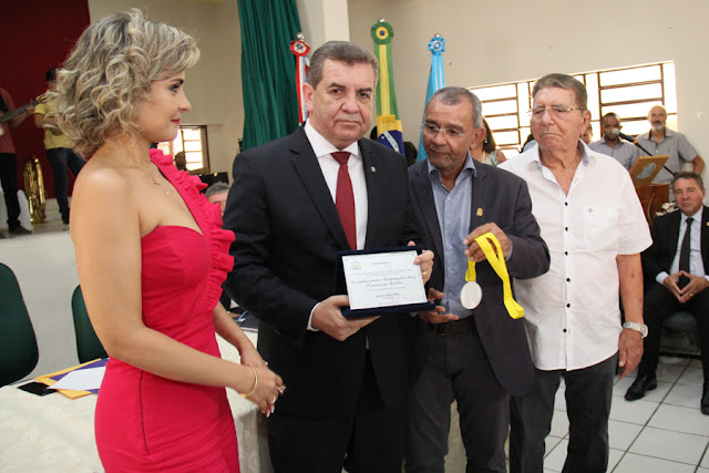 Washington Luiz é homenageado com a Comenda Bráulio Cavalcante em Pão de Açúcar