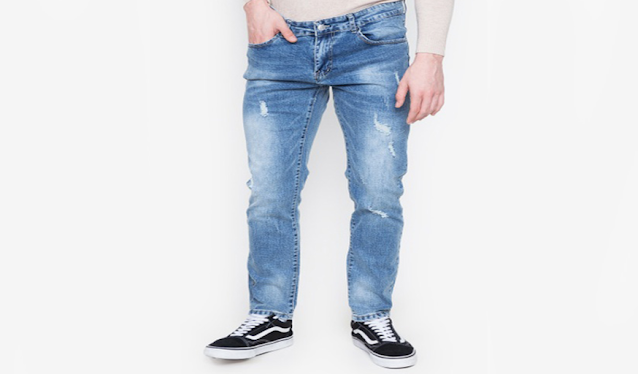 What is the process in which jeans are chemically bleached leaving white streaks in the denim?
