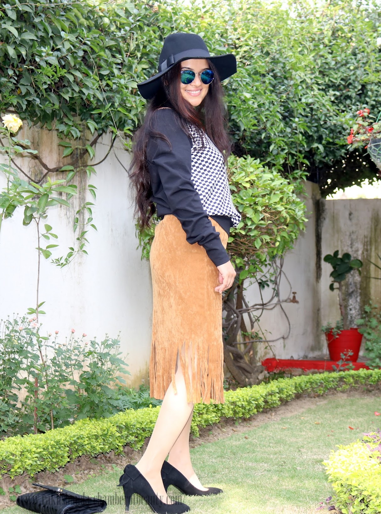 Styling a fringe hem suede skirt | Fashion trends 2015,Indian fashion blogger, fashion, retro fashion, how to wear suede skirt, fringes, Chamber of beauty, fashion blogger style, hat, OOTD, outfit of the day, Stalk By Love, Indian fashion blog, style tips, suede skirt