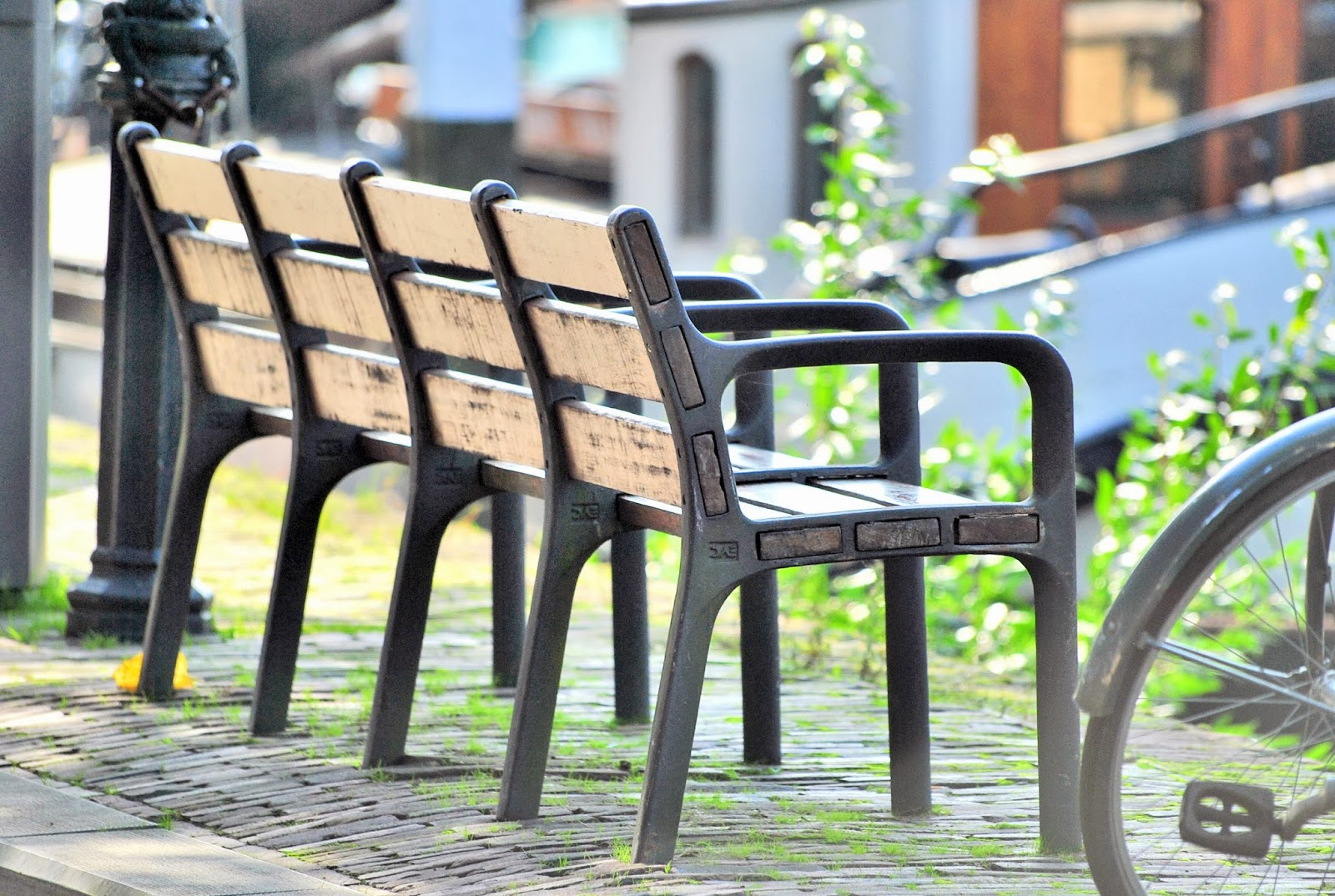 miejskie ławki