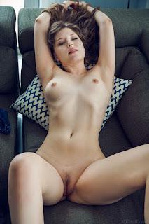Free Sexy Picture - satin_stone_23_35092_12.jpg