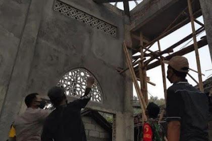 Pasang Galvalum Masjid Pria DiPonorogo Tewas Tersengat Listrik