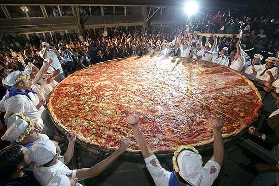 Estão armando a maior pizza História do Brasil