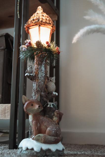 Christmas woodland animal lamp post decoration