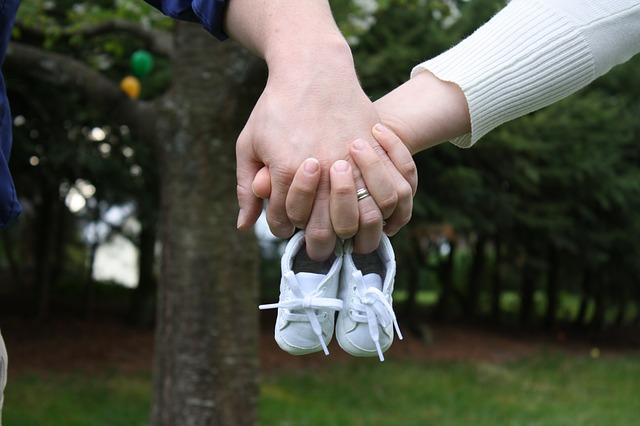 bayi sepatu kecil