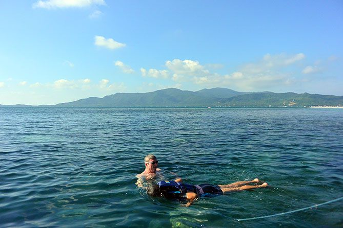 Menemai anak saat berenang