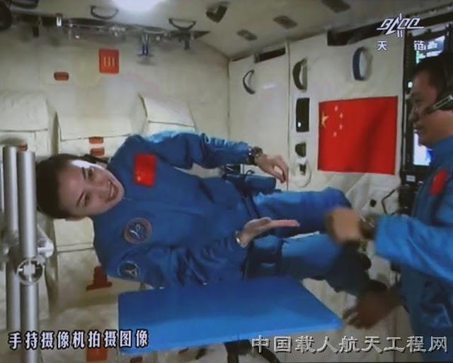 Được phóng lên vào tháng 6 năm 2013, Thần Châu 10 là sứ mệnh không gian có người lái thứ năm của Trung Quốc và là chuyến bay thứ mười của tàu vũ trụ Thần Châu. Thời gian của sứ mệnh này kéo dài 15 ngày, là thời gian lâu nhất của một sứ mệnh có người lái trong lịch sử ngành không gian vũ trụ của Trung Quốc. Hình ảnh: CMSE.