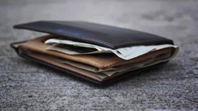 Φοιτητής στην Πάτρα βρήκε πορτοφόλι και το παρέδωσε